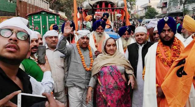 The former minister himself at Prakashotsav Nagar Kirtan Pt Shivcharan Lal Sharma's family included