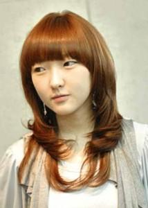 Model Rambut Wanita Keriting Gantung