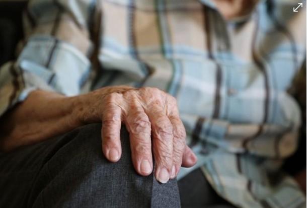 Abuelita sufría abusos de su nieta, la obligaba a pedir limosna