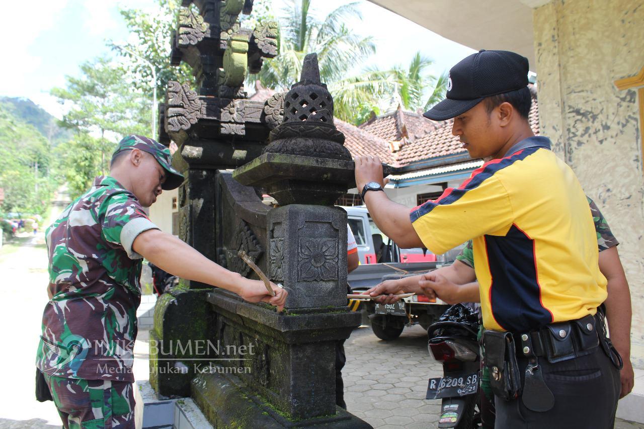 Sat Binmas Polres Kebumen Renovasi Vihara di Rowokele