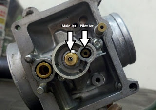 A Carburetor with the main and pilot Jets labeled