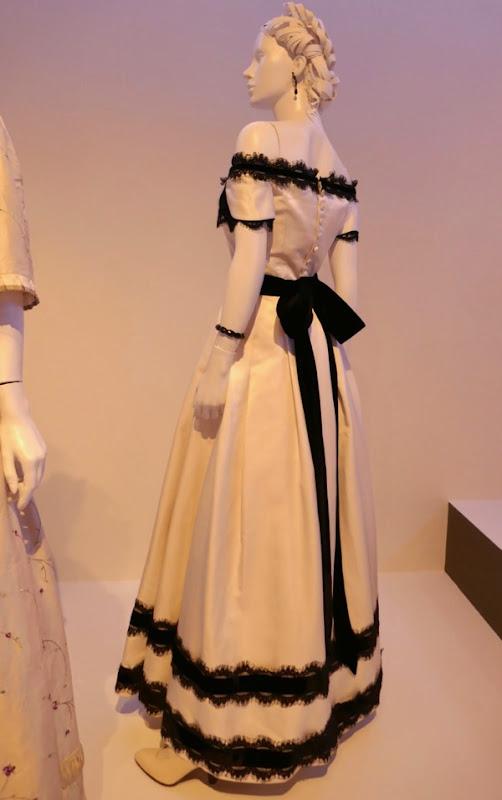 Kirsten Dunst Beguiled Edwina film costume