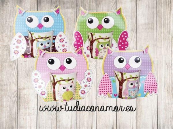 Tazas infantiles decoradas con diseño de búhos para los más pequeños. Es el recuerdo ideal para regalar a los niños con golosinas o dulces.