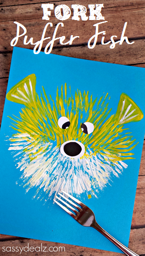 fork puffer fish painting craft, featured in ocean theme week home preschool