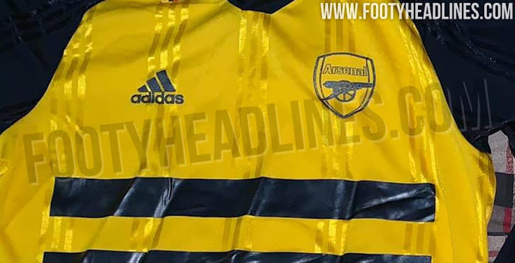 The first picture of the Arsenal 19-20 retro long-sleeve jersey has been  leaked 8b1588fe1