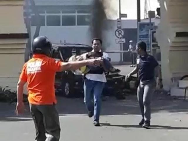 Seorang Anak Kecil Berkerudung Korban Bom Polrestabes Surabaya Tiba-tiba Bangun Dan......