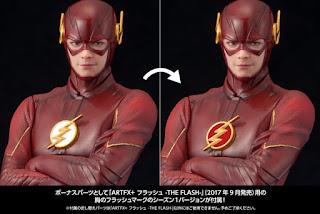Il logo presente nella confezione di Reverse Flash da applicare alla statua di Flash