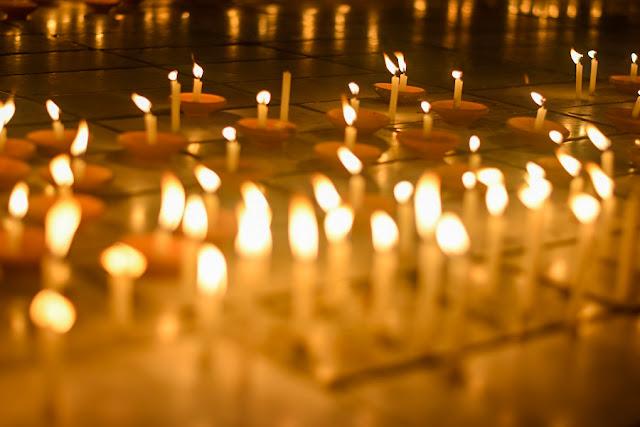 သီတင္းကြ်တ္လျပည့္ေန႔ မႏၲေလး မဟာျမတ္မုနိဘုရား ရင္ျပင္ေတာ္ ဆီးမီးမ်ားထြန္း ပံုုရိပ္မ်ား