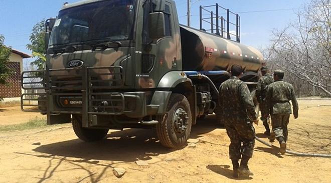 Governo Federal corta orçamento do Exército que distribui água no Nordeste