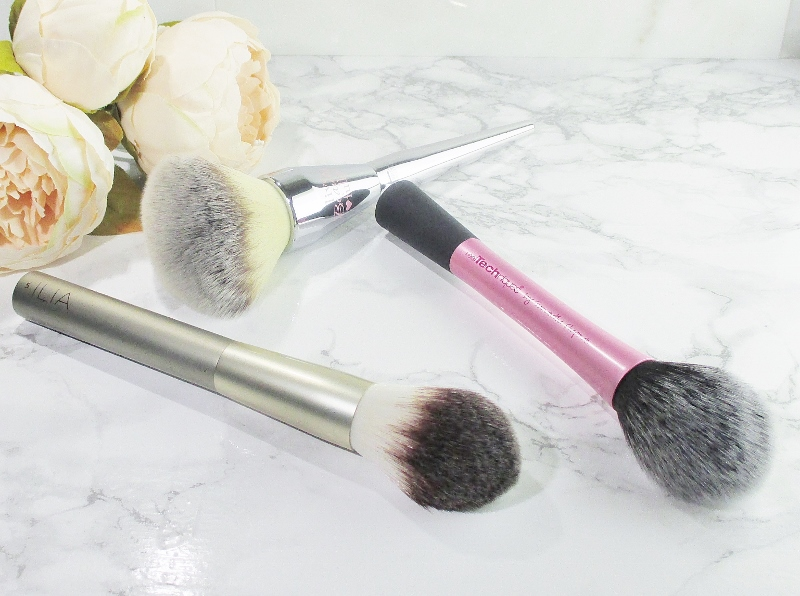 some-of-my-favorite-makeup-brushes-powder