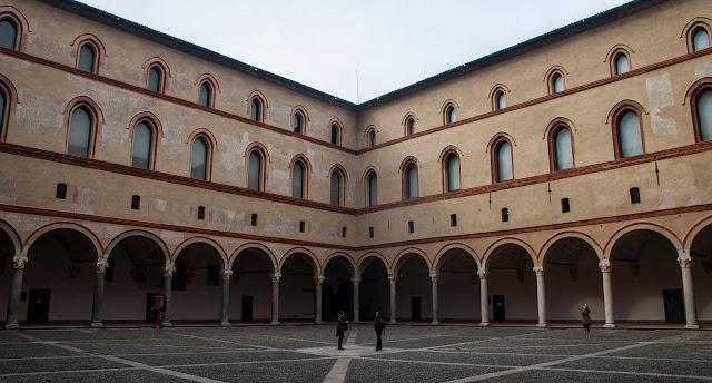Interior Castillo Sforzesco y el Parque Sempione