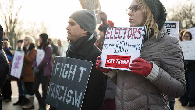 Anti-Trump camp seeks electoral college revolt