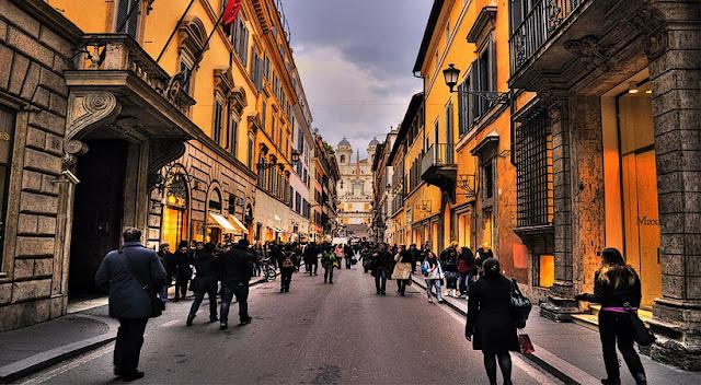 Compras na Piazza di Spagna em Roma