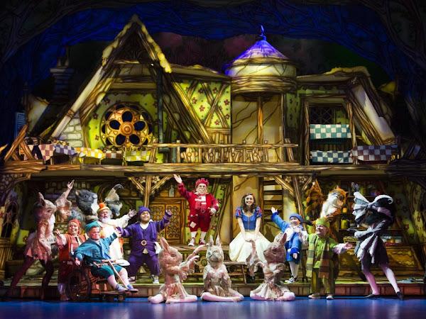 Snow White, New Victoria Theatre | Review