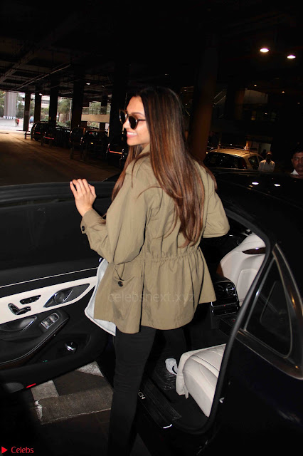 Deepika Padukone Spotted at Airport 11 March 2017 001.JPG