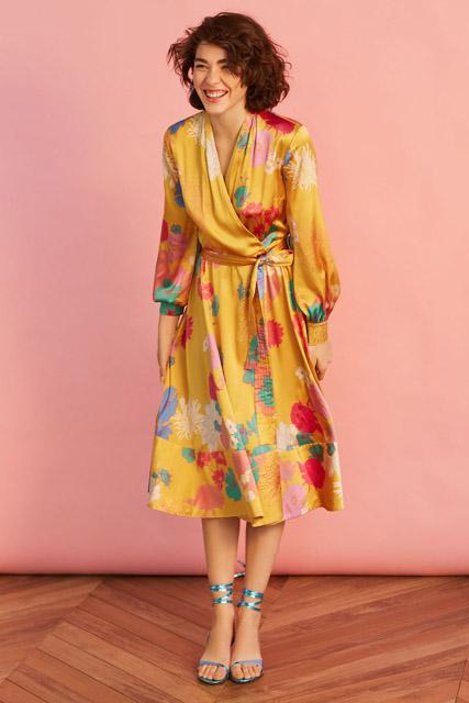 Желтое платье с запахом с цветочным принтом для фигуры прямоугольник