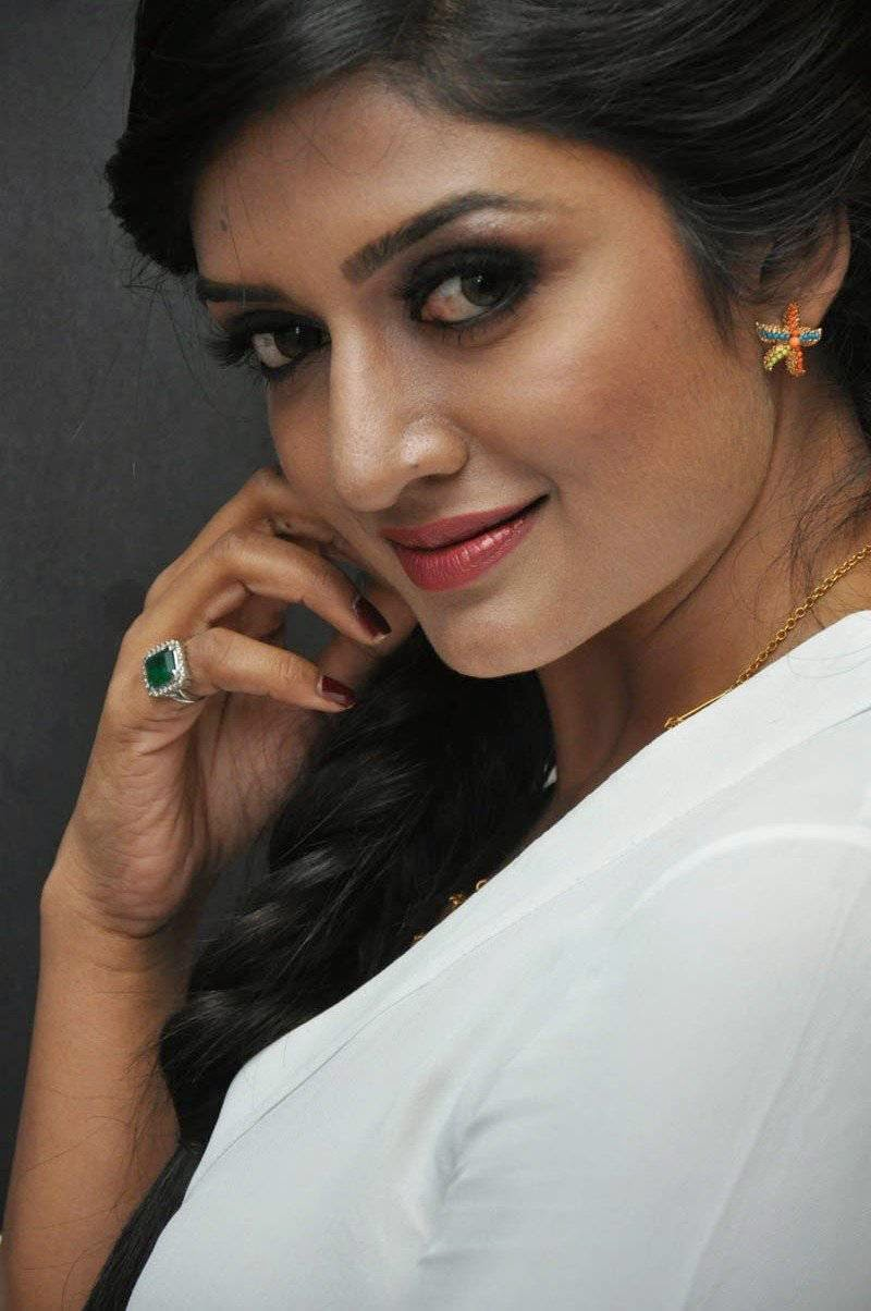 Vimala Raman images, Actress Vimala Raman Face Close up Photo Gallery
