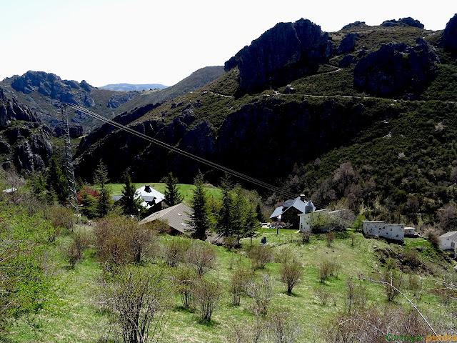 De regreso en el pueblo de Valdorria