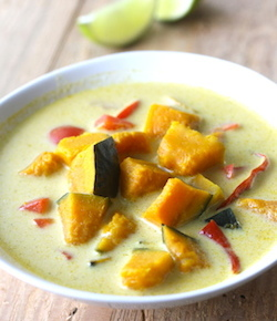 Thai kabocha squash soup recipe by seasonwithspice.com