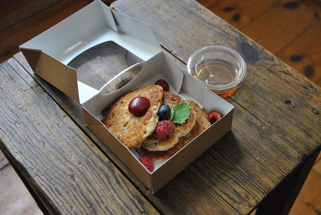 Fresh Parsnip Frühstück: Mohn-Pancakes mit Sirup