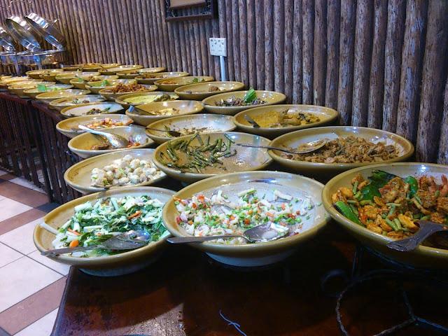 Pelbagai jenis menu yang ditawarkan di Restoran Sri Bayu Perdana