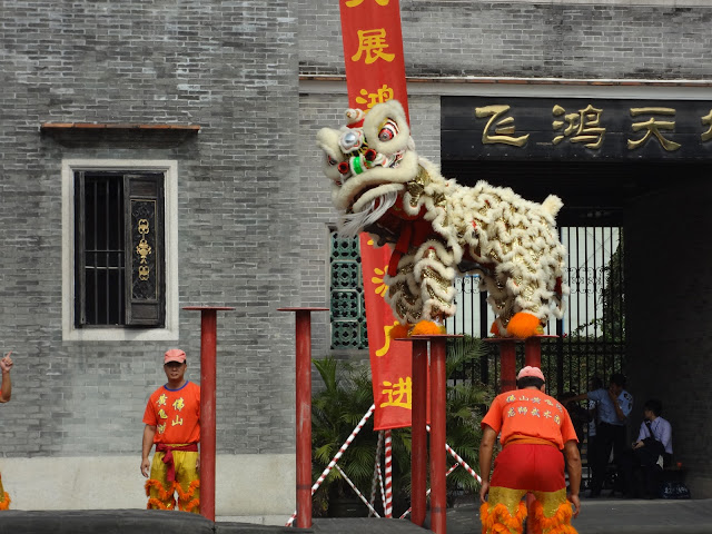 Danza del león en el templo de los ancestros de Foshan