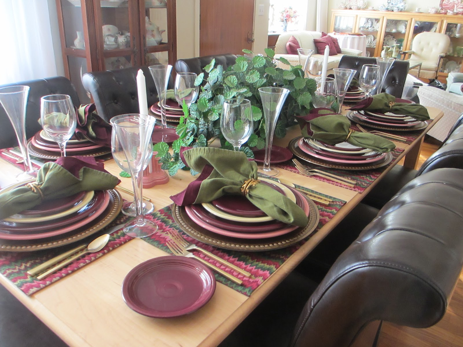 Since The Place Setting Was Quite Busy, Pat Used A Simple Arrangement Of  Greenery For The Centerpiece.