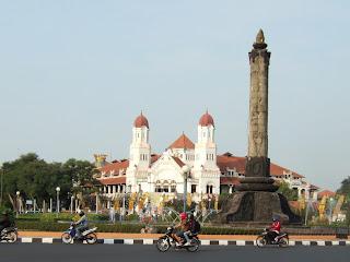 Lawang sewu dan Tugu Muda kota Semarang