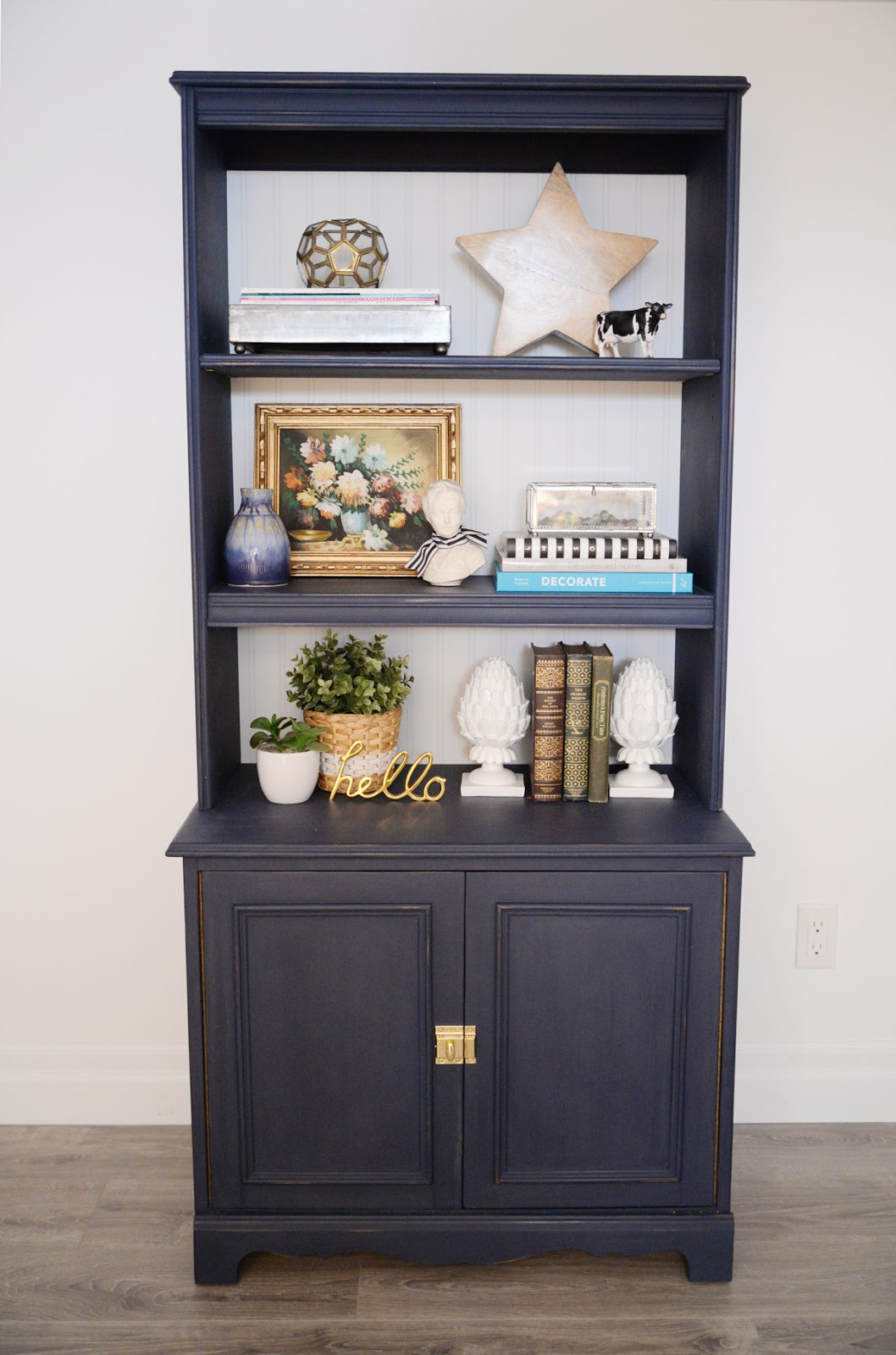 How to use chalk style FAT Paint on navy bookcase | Ramblingrenovators.ca