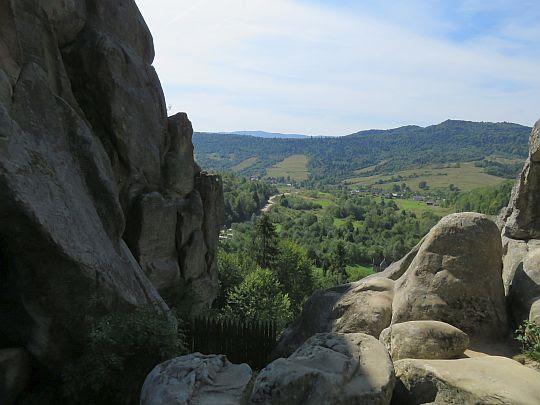 Widok na wieś Urycz (ukr. Урич)