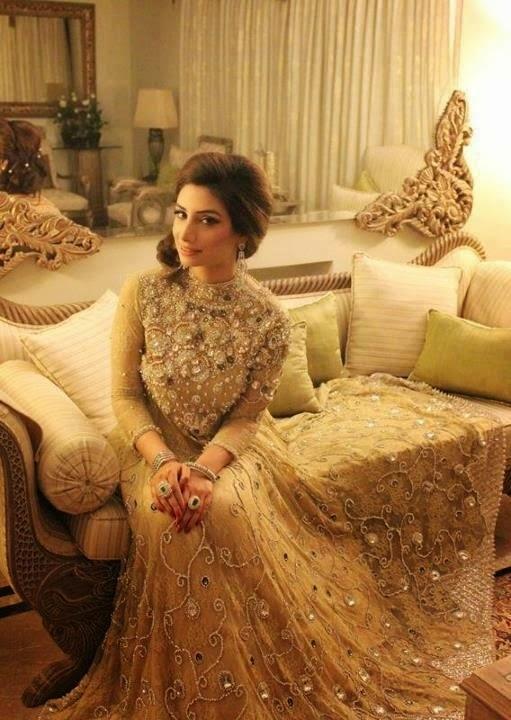 Latest Beautiful Pakistani Engagement Dresses for Girls ...