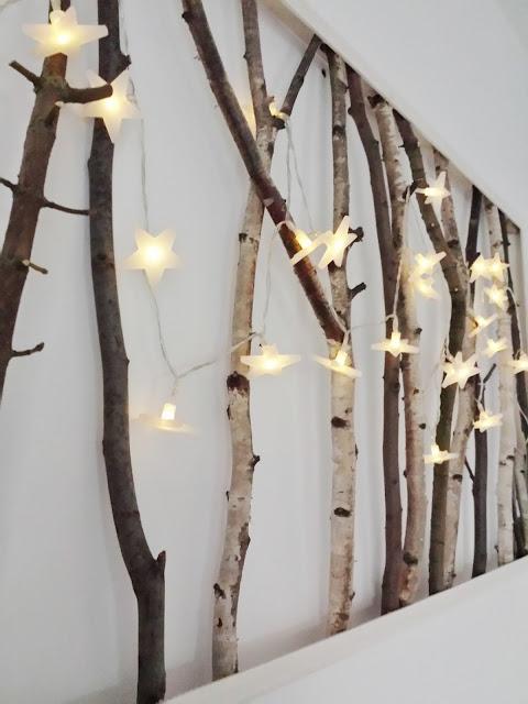 Ozdoba z lampek i gałęzi, Obraz z gałęzi,  świecący obraz, las w domu, obraz z brzozy,