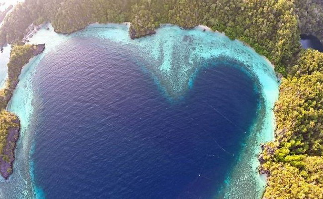 Xvlor Labengki Islands drew Love Bay to follow the fantastic karst cluster