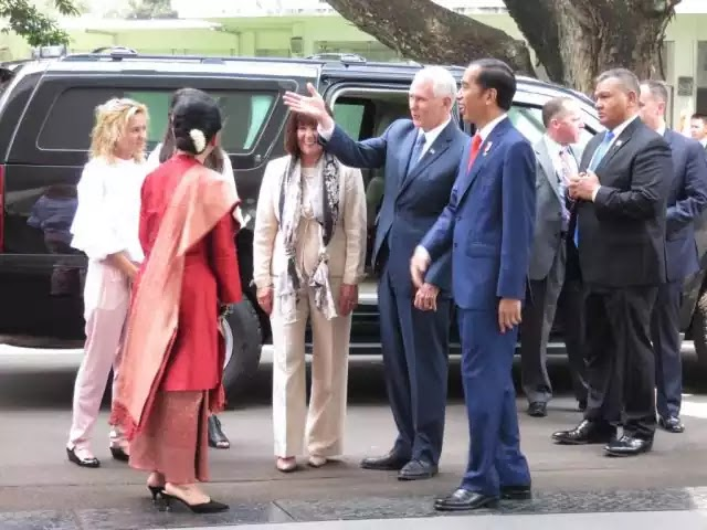 Presiden Jokowi menyambut Wakil Presiden AS Mike Pence 20/4/2017