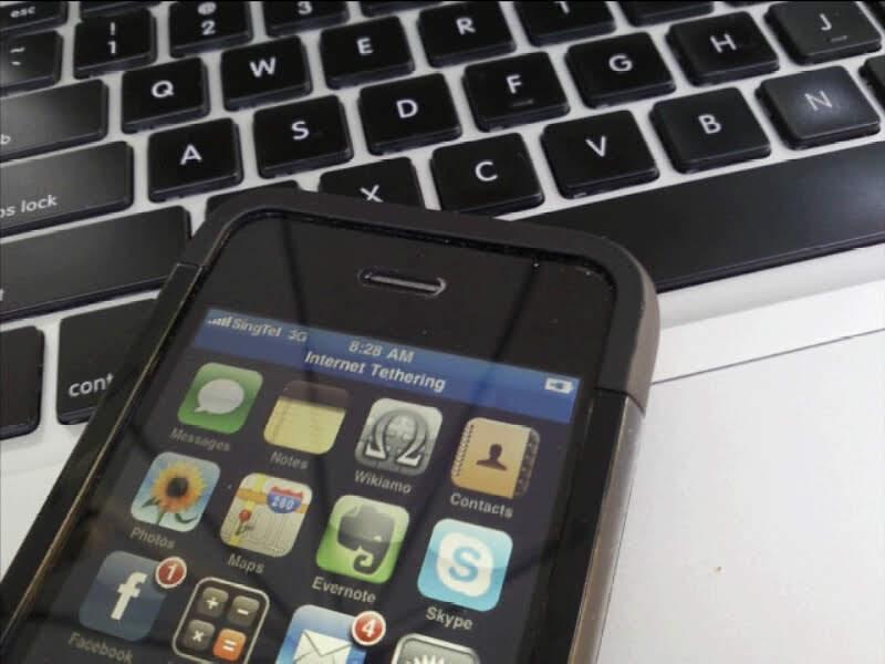 パソコンにテザリングするiPhone