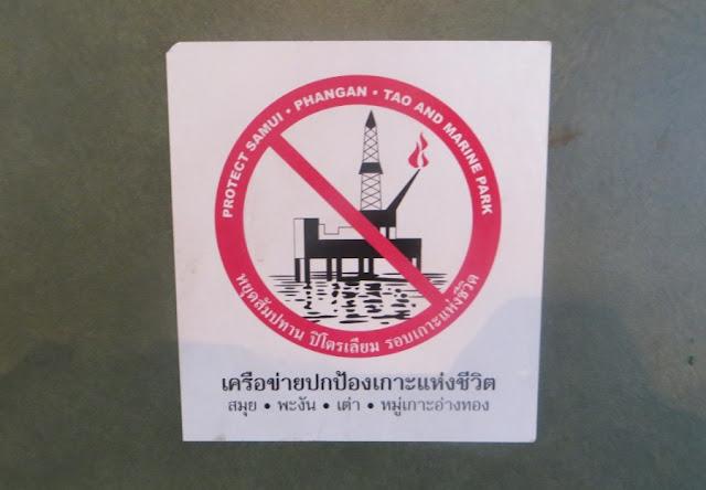 Наклейка противников добычи нефти