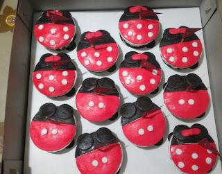 Cup Cake Sidoarjo Bentuk-bentuk lucu Sesuai Pesanan thema mickey