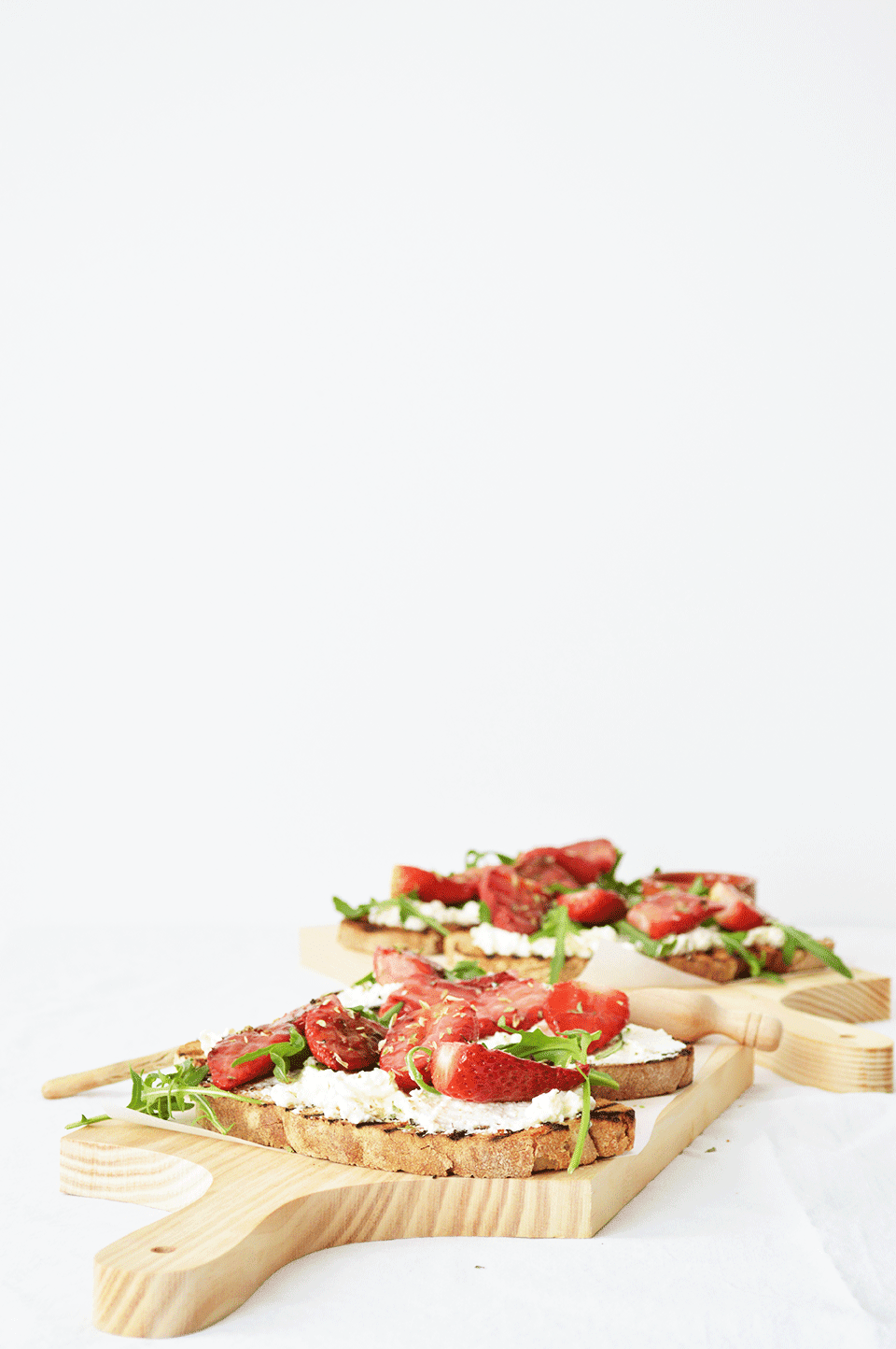 grilled-strawberries-feta-toast-recipe