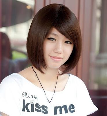 rambut-pirang-chic-sliced-asymmetric-bob
