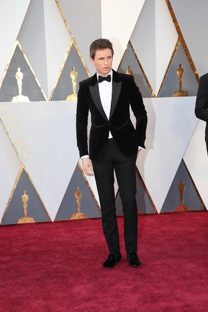 Oscar 2016 Eddie Redmayne vestido de Alexander McQueen