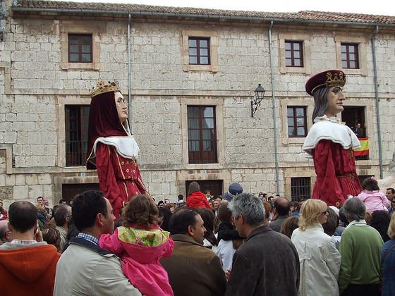 imagen_burgos_curpillos_huelgas_fiesta_gigantones_baile_reyes_catolicos