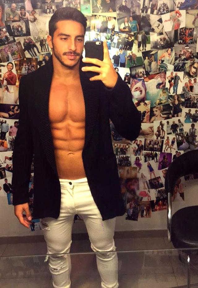 Lucas Mantellato tira selfie dos bastidores do ensaio. Foto: Fábio Tieri/MM Estratégia de Imagem