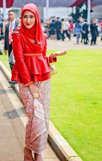 Ide baju kebaya muslim dian pelangi
