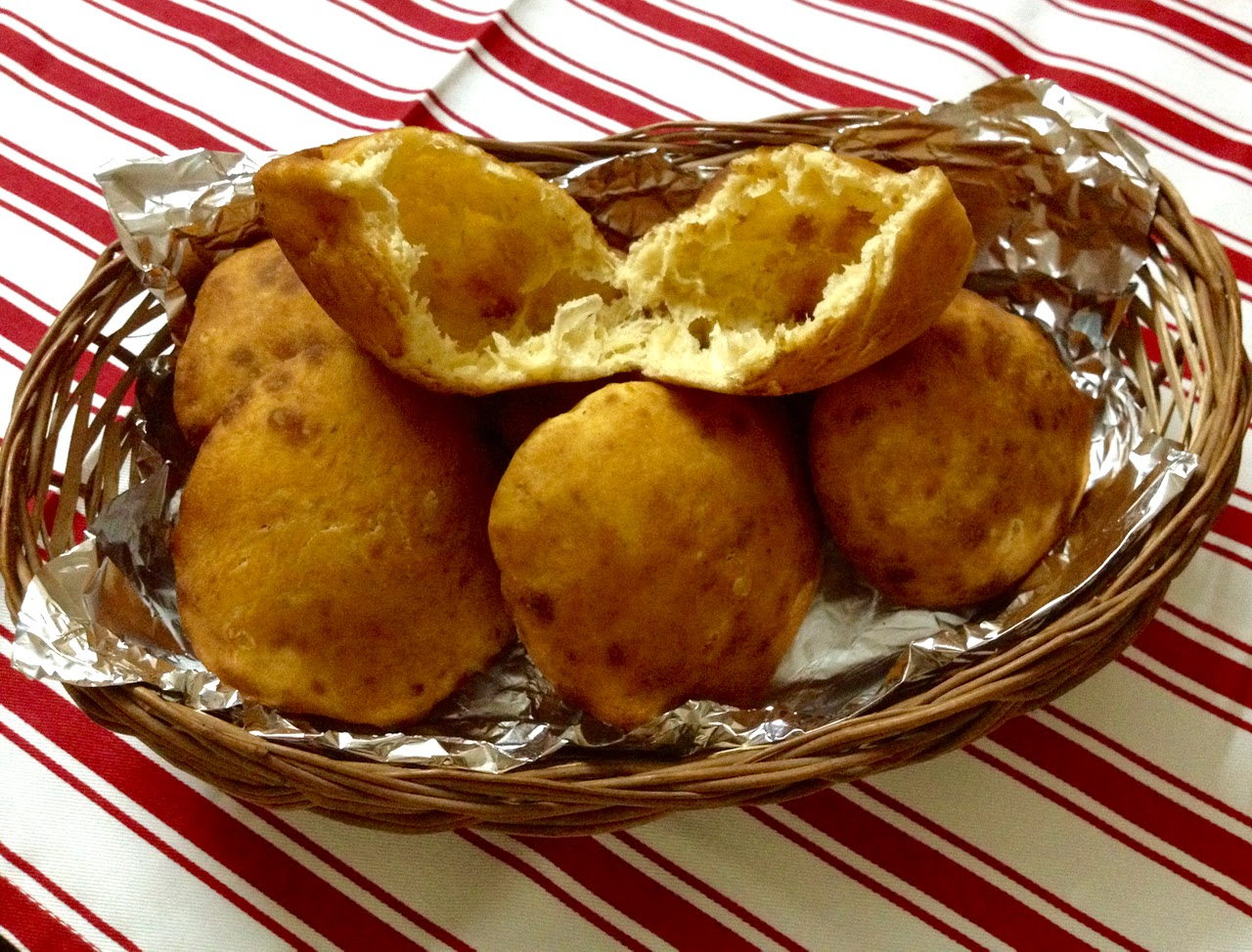 Easy Cooking Recipe ~ Mangalore Buns (Banana puris)