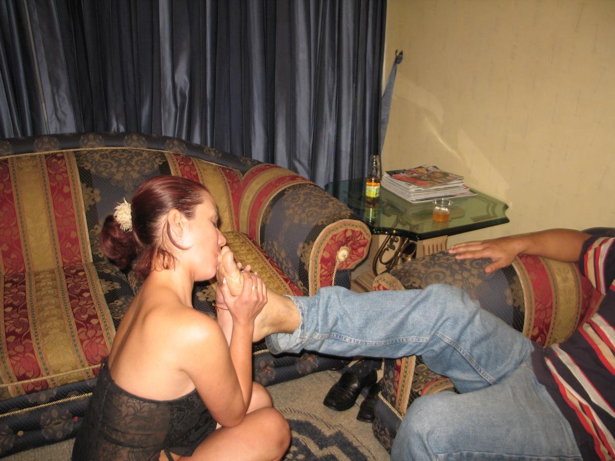 El cornudo disfruta con su mujer segunda parte - 3 part 4