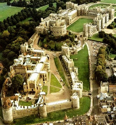 The Gest House Ever Built In World Windsor Castle Is A Meval And Royal Residence English County Of Berkshire