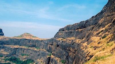 अलंग किल्ला - Alang Fort
