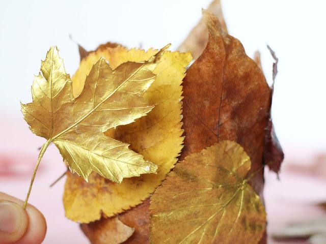 DIY Windlicht aus Herbstlaub basteln