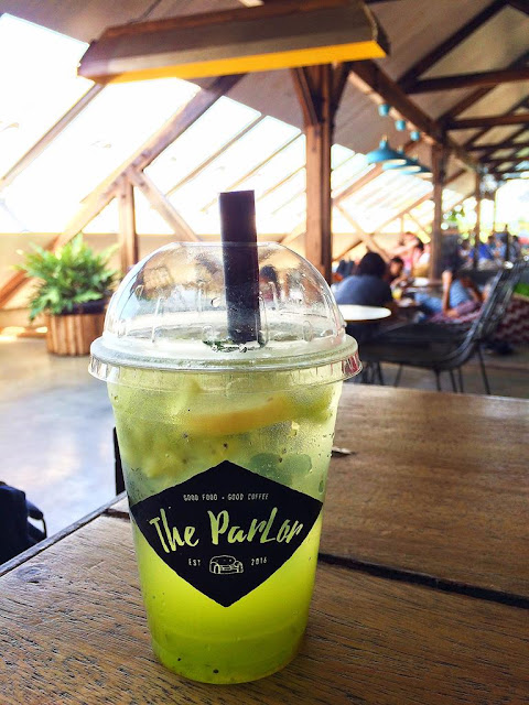 cafe rooftop the parlor bandung
