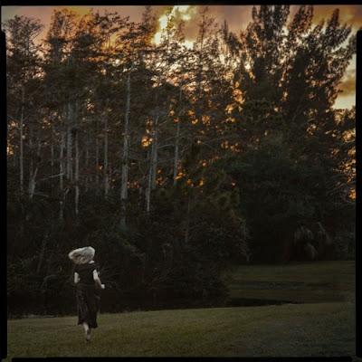 Vesper Wood Unveils New Single 'Descend'